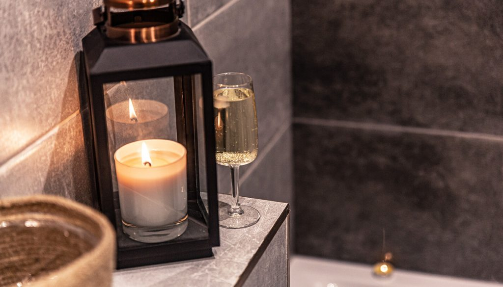 Candles in bathroom create spa ambience