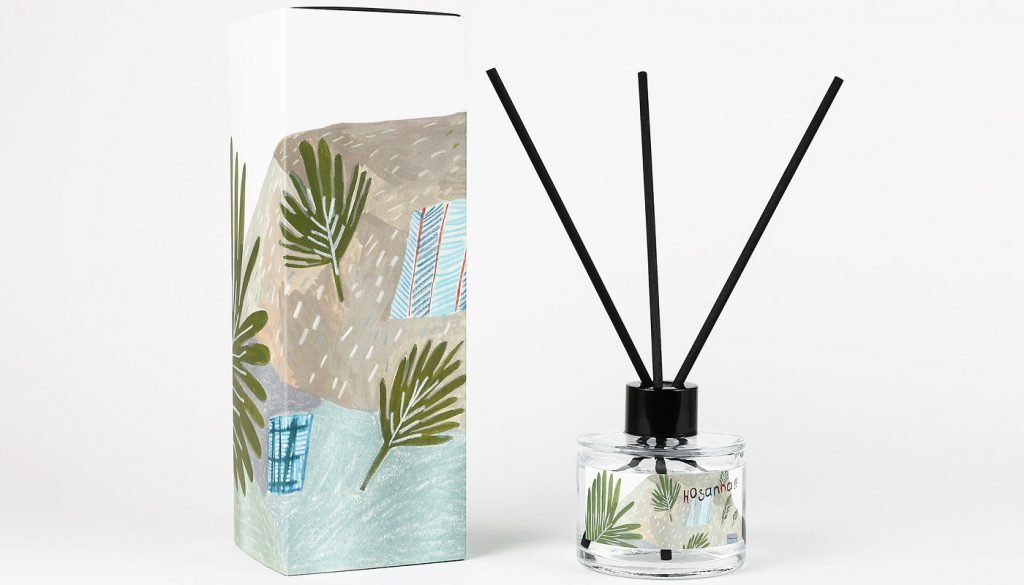 Small reed diffuser with three sticks